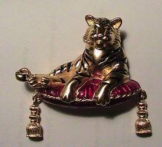 tiger brooch pin bed