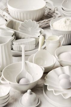 I have a love affair with white ironstone. And more modern white dishes. Room Photo, Kitchen Dining, Kitchen Decor, Kitchen Stuff, Sweet Home, White Dishes, Shades Of White, Home Living, Living Room