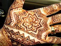 Henna patterns (via We Heart It)