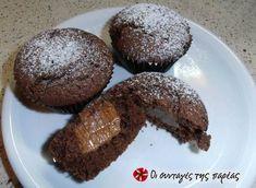 Muffins σοκολάτας με γέμιση Dulce de Leche Croissants, Brownies, Muffins, Food Porn, Cupcakes, Chocolate, Cooking, Breakfast, Desserts