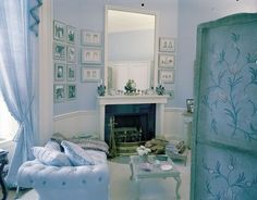 I've always been enamored by Jackie Kennedy's feminine White House dressing room. The First Lady savored her time in this space, supposedly saying that her dressing room was the only place she could relax, read, and write. White House Bedroom, Home Bedroom, Master Bedroom, Bedroom Country, Country Decor, Bedroom Ideas, Pale Blue Bedrooms, Blue Rooms, Les Kennedy
