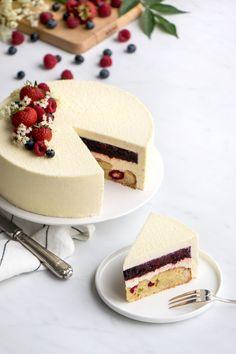 Wedding cake recipes 640988959451013503 - Entremet Vanille/Fruits Rouges Source by Easy Cake Recipes, Dessert Recipes, Entremet Recipe, Bolo Original, Cupcake Cakes, Cupcakes, Fancy Desserts, Vegan Ice Cream, Christmas Desserts