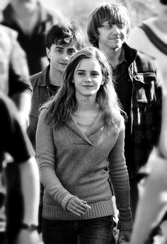 harry potter, Ron weasley and Hermione granger Harry James Potter, Harry Potter Pictures, Harry Potter Universal, Harry Potter Fandom, Harry Potter Characters, Harry Potter World, Harry Potter Friends, Fantasia Harry Potter, Mundo Harry Potter