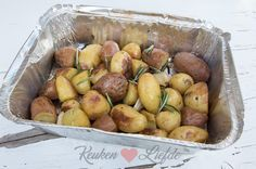Barbecue potatoes with rosemary and garlic – Kitchen ♥ Love - Bbq İdeas Barbacoa, Cobb Bbq, Spicy Recipes, Healthy Recipes, Weber Bbq, Bbq Party, Bbq Grill, Food For Thought, Carne