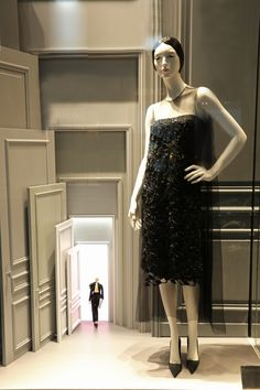 Visual Merchandising Window Displays | Doors, Windowsm, Vitrine, Decoratiuni Vitrine, Amenajare Vitrine Dior