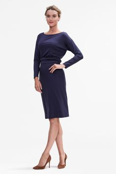 What do you get when you combine a pajama-soft silk jersey with a design that's on par with formal eveningwear? A dress that looks like a million dollars but feels like your comfiest nightie. Fashion Wear, Work Fashion, Womens Fashion, Fashion Trends, Ladies Fashion, Autumn Clothes, Business Attire, Business Casual, Minimalist Fashion