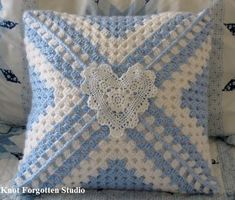Transcendent Crochet a Solid Granny Square Ideas. Inconceivable Crochet a Solid Granny Square Ideas. Crochet Pillow Cases, Crochet Pillow Patterns Free, Crochet Cushion Cover, Crochet Cushions, Crochet Squares, Crochet Motif, Crochet Designs, Crochet Blocks, Crochet Granny