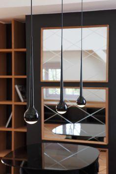 Versandkostenfrei bestellen: Falling 8 Trio - effektvolle, filigrane LED Pendelleuchte von Tobias Grau in Form von 3 fallenden Wassertropfen.