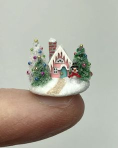 I am endlessly fascinated by miniatures! Miniature Crafts, Miniature Christmas, Christmas Minis, Miniature Dolls, All Things Christmas, Vintage Christmas, Christmas Crafts, Christmas Decorations, Christmas Ornaments
