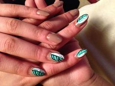 Leafy point. Nails