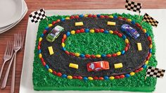 Impress your guests by being sporty! Make this delectable racetrack sheet cake by using Betty Crocker™ SuperMoist™ yellow cake mix and frosting - dessert decorated by candies and chocolate cars. Race Track Cake, Race Car Cakes, Car Cakes For Boys, Racing Cake, Race Car Birthday, Birthday Cake, Third Birthday, Gateau Flash Mcqueen, Chocolate Car