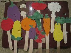 Cute vegetable craft - puppets (letter V) go with lois elhert abc fruit veggie, making veggie soup - Vegetable Gardening Fruit Crafts, Craft Stick Crafts, Mini Craft, Craft Sticks, Garden Crafts For Kids, Kids Crafts, Garden Kids, Farm Theme, Garden Theme
