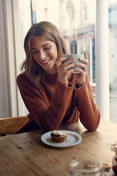 A warm & cosy women's knit in a soft, luxurious wool & alpaca blend with a textured finish. Perfect for relaxed weekends & ideal with jeggings & boots.