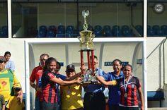 """Deportivo Saúl Álvarez levanta su primer título en el fútbol femenino de Nicaragua.  Las """"rojinegras"""" fueron fundadas en el 2008. Foto: Karen Celeberrti en Colaboración con Nica Futb Femenino"""