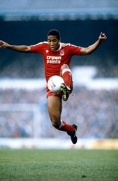 November 1987 Division 1 Tottenham Hotspur 0 v Liverpool 2 John Barnes Liverpool Ynwa Liverpool, Liverpool Premier League, Premier League Soccer, Liverpool Legends, Liverpool Players, Liverpool Football Club, Football Pictures, Sports Photos, Soccer