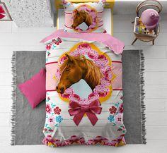 Met dit katoenen kinderdekbedovertrek breng je kleur en vrolijke bloemen naar de slaapkamer. Het prachtige paard staat je al op te wachten om een rondje mee te galopperen in je dromen. Modern Decor, Rustic Decor, Interior S, Bohemian Decor, Facebook Sign Up, Home Decor Accessories, Home Design, Quilts, Blanket