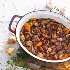 Boeuf bourguignon - stoofpotje - Healthy Slow Cooker, Slow Cooker Beef, Healthy Crockpot Recipes, Slow Cooker Recipes, Beef Recipes, Beef Bourguignon Slow Cooker, Happy Foods, Paleo Dinner, Pasta