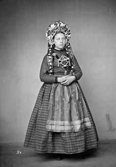 Folk Costume, Costumes, Daguerreotype, Bridal Crown, Interesting Faces, Headgear, Folklore, All Art, Art History