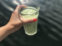 smoothie med grönkål banan kokosvatten