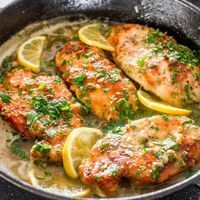 Check out this Lemon Chicken Piccata – chicken piccata in a tasty lemon, butter and capers sauce. The post Lemon Chicken Piccata – chicken piccata in a tasty lemon, butter and . Lemon Chicken Piccata, Recipe For Chicken Piccata, Chicken Scallopini, Cooking Recipes, Healthy Recipes, Simple Recipes, Cooking Bacon, Cooking Turkey, Cooking Food