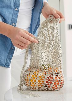 Free # Tutorial - The crochet shopping net made of pure cotton yarn ., Free # Tutorial - The crochet shopping net made of pure cotton yarn Catania Fine is an absolute flyweight and super practical, because small folded it. Filet Crochet, Bag Crochet, Crochet Market Bag, Crochet Purses, Cotton Crochet, Knitting Blogs, Easy Knitting, Knitting Projects, Crochet Projects
