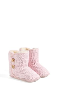 Booties Can& get over how adorable these baby pink UGG knit booties are! Can& get over how adorable these baby pink UGG knit booties are! Baby Girl Shoes, My Baby Girl, Girls Shoes, Baby Kind, Baby Love, Ugg Australia, Pink Uggs, Knitted Booties, Baby Booties