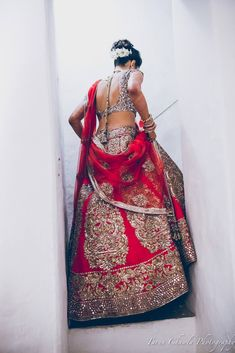 There's nothing like the classic red indian wedding lehenga with modern design on it. I love the way this indian bride carries the outfit, and the low back wedding blouse ties it all together. Indian Wedding Lehenga, Big Fat Indian Wedding, Indian Bridal Wear, Indian Wedding Outfits, Bridal Lehenga, Indian Wear, Indian Outfits, Red Indian, Eid Outfits