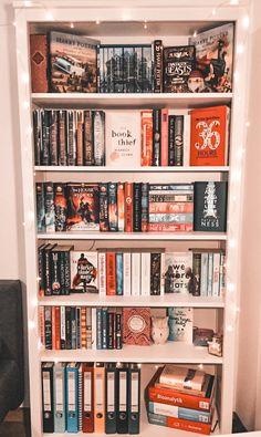 Dream Library, Library Books, Bookshelf Inspiration, Room Inspiration, Book Aesthetic, Aesthetic Bedroom, Room Ideas Bedroom, Room Decor, Bookshelf Organization