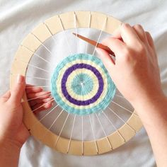 Circle Weaving Loom With Instructions Great For Beginner Weavers - Basteln Weaving For Kids, Weaving Art, Loom Weaving, Mothers Day Crafts For Kids, Diy For Kids, Circular Weaving, Weaving Projects, Wood Projects, Loom Knitting