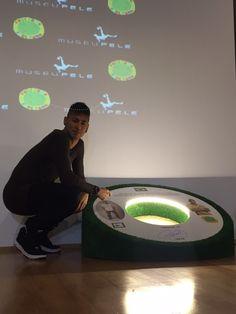 Neymar visita o Museu Pelé e se emociona; vídeo mostra bastidores #globoesporte