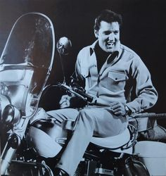 """Elvis in """"Clambake"""", his 25th film, shot in 1967 - Harley Davidson"""