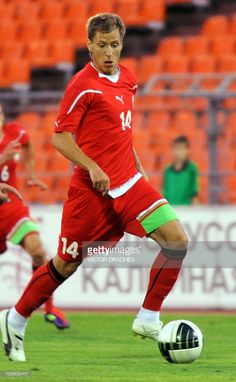 anton-putilo-of-belarus-passes-the-ball-during-the-international-picture-id120802417 (631×1024)