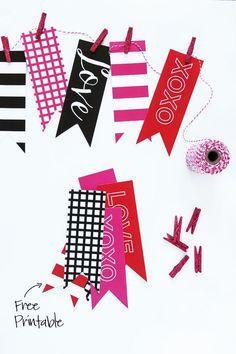 Free Printable Valentines Banner via @PagingSupermom