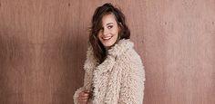 Een heerlijke warme fluffy jas voor de winter, wie wil dat nou niet! Koop snel je winterjas online mét korting op Aldoor.nl #korting #uitverkoop #sale #damesmode #dameswinterjassen #winterjassen Fur Coat, Jackets, Fashion, Down Jackets, Moda, Fashion Styles, Fashion Illustrations, Fur Coats, Fur Collar Coat