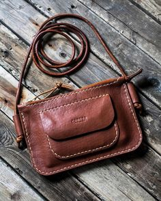 Best 12 Finished hip purse thing for She drew up the cord attachment and I'm real psyched on it, nice and – SkillOfKing. Leather Gifts, Leather Bags Handmade, Leather Purses, Leather Handbags, Hip Purse, Leather Wallet Pattern, Leather Workshop, Leather Projects, Clutch