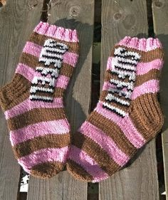 Suffeli villasukat Diy Crochet And Knitting, Crochet Socks, Knitting Socks, Hand Knitting, Pink Socks, Socks And Heels, Bunt, Mittens, Needlework