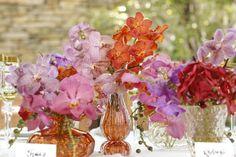 Para prestigiar a preferência de minha mãe por orquídeas, os arranjos florais foram feitos porMarcinho Leme daMilplantassomente com orquídeas vanda.