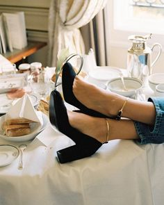 Rouje is the breezy Parisian attitude, the feminine chic, the retro charm. Sock Shoes, Cute Shoes, Me Too Shoes, Shoes Heels, Trendy Shoes, Look Fashion, Street Fashion, Fashion Shoes, 90s Fashion