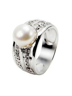 pearl wedding ring....this is exactly what I want