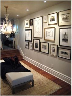 Beautiful foyer design with eclectic photo wall gallery, chandelier, fainting sofa, throw and soft gray walls paint color. Foyer Design, Shelf Design, Design Design, Inspiration Wand, Design Inspiration, Decoration Originale, Living Room Paint, Living Rooms, Frames On Wall
