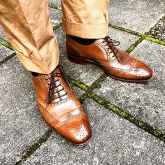 sdfzsThe subtle deep shine that only shell cordovan provides... Model 922 from Carmina in cognac shell cordovan #shoegazing #shoeporn #classicmenswear #classicshoes #classicstyle #carminashoemaker #shellcordovan #horween