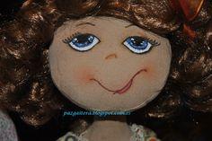 muñeca de trapo, confeccionada en tela de algodon , pelo sintético,  totalmente artesanal, pintada a mano