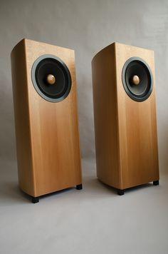 Grand Crescendo Apassionata Fieldcoil These look huge! Audiophile Speakers, Hifi Audio, Stereo Speakers, Bookshelf Speakers, Open Baffle Speakers, Desktop Speakers, Speaker Box Design, Sound Speaker, Audio Design