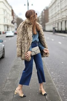41 Street-Style-Approved Ways to Wear Blue Denim This Spring StyleCaster Outfit Jeans, Jean Outfits, Casual Outfits, Fashion Outfits, Street Chic, Street Style, Paris Mode, Moda Fashion, Fashion Books
