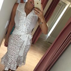 Look do dia { saia midi de renda pra quem ama e blusa linnnnnda e delicada com laço!!! } ✨ vendas e informações 17 99662 7404  #lookchique #enviamosparatodobrasil