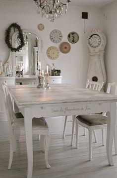 Zweedse klok en oude wijzer platen. Leuk wanddecoratie idee.