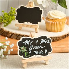 Natural Wood Easel and Blackboard Placecard Holder by Fashioncraft. Natural Wood Easel and Blackboard placecard Holder & haushalt Chalkboard Easel, Chalkboard Wedding, Vintage Chalkboard, Chalkboard Signs, Wedding Places, Wedding Place Cards, Wedding Favors Unlimited, Wooden Easel, Green Table