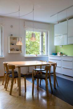Petite 4600 pendants in a Helsinki home! Interior design by Ulla Solasaari-Pohjanpalo Oy. Photo by Uzi Varon.