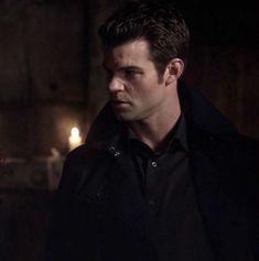 Daniel Gillies, Vampire Diaries Cast, Vampire Diaries The Originals, Noah Wyle, Carrie Anne Moss, Morgan Evans, John Stamos, Hugh Grant, Wattpad