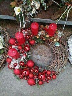 ❄️ 13 pomysłów na adwentowy stroik z 4 świecami [GALERIA ZDJĘĆ] ❄️ Christmas Advent Wreath, Christmas Swags, Nordic Christmas, Christmas Candles, Outdoor Christmas, Xmas Tree, Handmade Christmas, All Things Christmas, Christmas Time